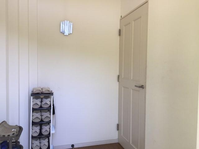 玄関リフォーム:玄関の壁紙